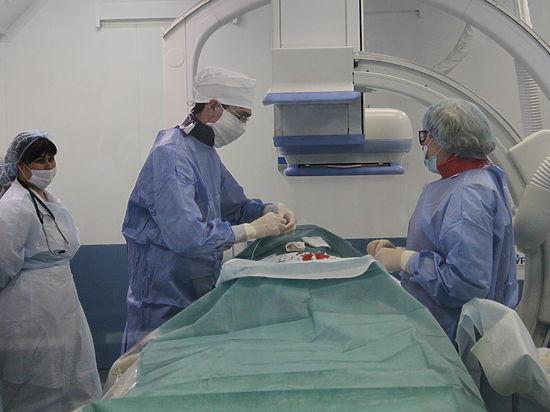 больница под столом трусики