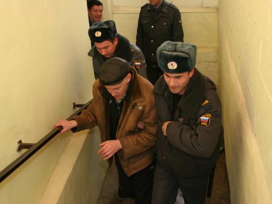 В Башкирии пьяный парень угнал машину, но доехал до забора