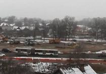 Жители Красного Села установили видеокамеру у стройплощадки Арки Победы